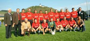 Herr Kofler, vorne erster in Rot (von links). Weiter rechts: Schoko Schachner